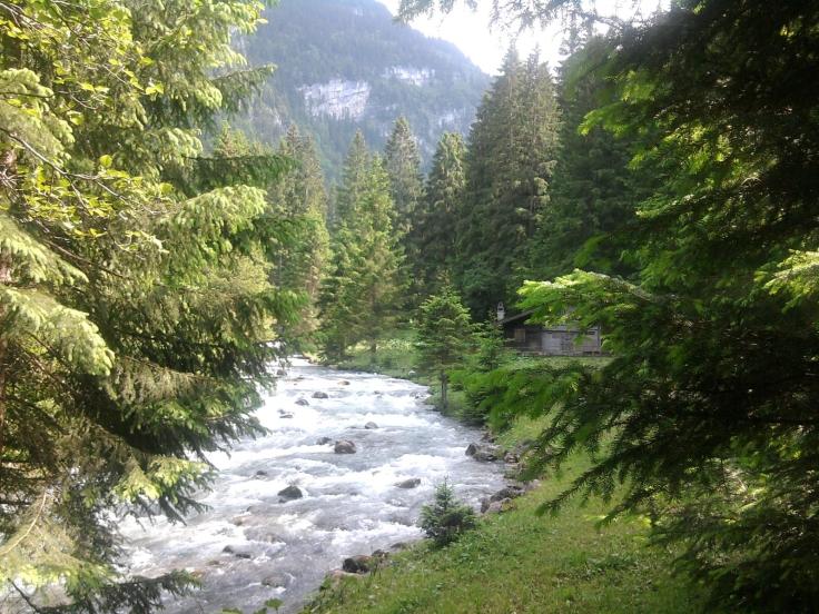 Río Giessbach, Los Alpes, Suiza - Rocas del río